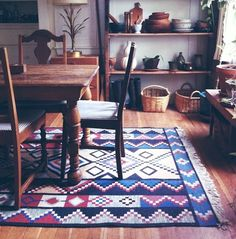 Anne Parker // home // house // rug // wood // graphic pattern // rustic // simple I can just smell the home baked bread coming from the kitchen.