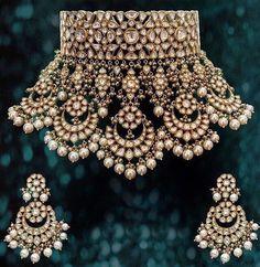 bridal sets & bridesmaid jewelry sets – a complete bridal look Indian Jewelry Sets, Indian Wedding Jewelry, Royal Jewelry, India Jewelry, Gold Jewelry, Bridal Jewellery, Diamond Jewellery, Luxury Jewelry, Kundan Jewellery Set