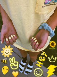Next time I get my nails done I'm getting yellow 🌻 Hair And Nails, My Nails, Star Nails, Summer Aesthetic, Aesthetic Yellow, Yellow Nails, Pastel Nails, Vsco, Happy Colors