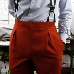 Maroon pants with braces Mature Mens Fashion, Best Mens Fashion, Suit Fashion, Fashion Pants, Men Trousers, Mens Dress Pants, Men's Pants, Moda Do Momento, Mode Man