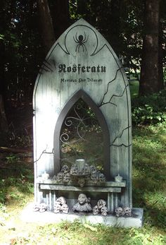"""Nosferatu (Mortuus Per Diluculo means ""Dead By Dawn"" in Latin) This one also has the distinction of being my only tombstone with built-in lights.""  'kevin242' at HF http://www.brewsteryardhaunt.com"