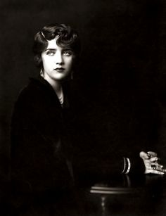 Susan Fleming Ziegfeld girl (Portrait by Alfred Cheney Johnston), and later film actress in the She married Harpo Marx in 1936 and the marriage lasted until his death in on their wedding anniversary. Vintage Pictures, Vintage Images, Ziegfeld Girls, Ziegfeld Follies, Foto Fashion, 20s Fashion, Style Fashion, Fashion Beauty, Photo Vintage