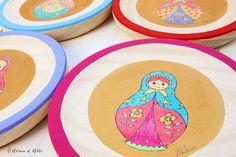 Matrioskas de colores pintadas a mano