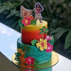 Moana Birthday Decorations, Moana Birthday Party Theme, Moana Themed Party, Girl 2nd Birthday, Moana Birthday Cakes, Moana Theme Cake, Happy Birthday, Hawaiian Birthday Cakes, Luau Birthday
