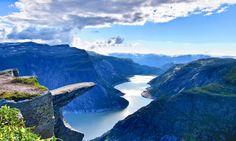 Язык Тролля (норв. Trolltunga) — каменный выступ на горе Скьеггедаль, расположенной вблизи города Одда в Норвегии, возвышающийся над озером Рингедалсватн на высоте 350 метров.