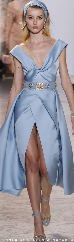 Elie Saab Spring 2017 Couture Fashion Show #hautecouture #womenswear #ss17 #spring2017 #eliesaab