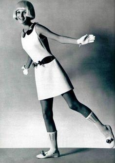 andre courreges moda años 60 charol - Buscar con Google