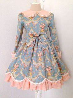 Such a sweet classic dress! I love the blue/pink color combination.