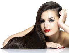 El aceite de almendras es uno de los ingredientes naturales más recomendados para el cuidado del cabello. Este, combinado con el acondicionador común que usas siempre, ayuda a tener el pelo bien liso. Mézclalos y hazte un baño de crema con la preparación. Deja actuar por 2 horas, luego lava tu pelo con shampoo y seca con secador. ¿Tip? No hace falta hacer este baño de crema con mucha frecuencia: una vez por mes estará bien.