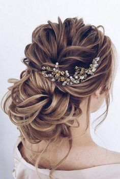 if you are looking for Hairstyles For Graduation, here are the collections of best Half Up Half Down Hairstyles For Long Hair along with Graduation Hairstyles To Pair With Your Cap And Look… Down Hairstyles For Long Hair, Wedding Hairstyles For Long Hair, Wedding Hair And Makeup, Latest Hairstyles, Bridal Hair Updo Loose, Bridal Updo, Prom Hairstyles, Hairstyles For Weddings Bridesmaid, Hairstyles For Graduation
