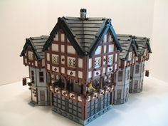 Courtesy Liberty Inn by ZCerberus Fort Brighton East - (BTT) You better book early if you are hoping to stay the night at the Libery In. Lego Building, Building Blocks Toys, Lego Chevalier, Lego Burg, Lego Knights, Lego Army, Medieval Houses, Lego Castle, Cool Lego Creations