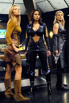 snitchbitch: Andromeda Girls Kicking Ass and not even bothering to take nam Science Fiction Sci Fi Tv Series, Sci Fi Tv Shows, Sci Fi Films, Sci Fi Characters, Classic Sci Fi, Kino Film, Sci Fi Fantasy, Sci Fi Art, Star Trek