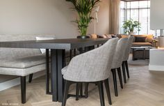 The post Luxury city home appeared first on HOOG.design - Exclusive living inspiration in the United Kingdom. Dining Set With Bench, Dining Room Table Chairs, Living Room Flooring, Luxury Living, Home Furniture, Bedroom Decor, Decoration, Interior Design, House Styles