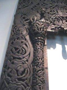 Viking carving - oh the craftmanship & hours that would have gone into this piece.  Unfortunately I think this is becoming a lost art ... makes me sad.