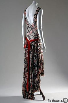 """mote-historie: """" Louiseboulanger 1928 Evening dress multicolor silk georgette, red velvet The Museum at FIT Photo by Irving Solero """" 20s Fashion, Art Deco Fashion, Fashion History, Retro Fashion, Vintage Fashion, Korean Fashion, Fashion Trends, Vintage Outfits, 1920s Outfits"""