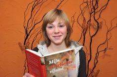 2: Schrijver: De schrijver van het boek heet: Milou van der Horst. Je zou haar kunnen kennen van het boek: Ver Weg. 1: Milou schrijft al haar boeken over wat ze zelf heeft meegemaakt. Want als je dit boek leest  zie je op de laatste pagina een foto van haar van vroeger. Op die foto heeft ze Anorexia. 2: Ze schrijft al haar boeken in ik vorm. Zo merk je de spanning extra!!! 3:Ook was ze door dit boek een van de jongste populairste schrijfster!
