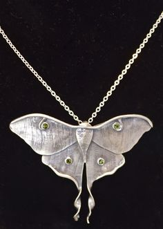 Luna Moth Necklace by Nancy Edwards at the Urbanspace Meatpacking Market- I love her work! Not sure if this is textured sheet with tube set gems or precious metal clay. Love the detail at the bottom of the wings - such a satisfying twist! Silver Pendant Necklace, Pendant Jewelry, Jewelry Art, Antique Jewelry, Silver Jewelry, Jewelry Design, Silver Ring, Silver Earrings, Jewellery
