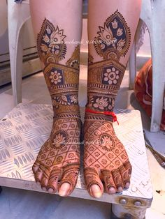 These are some of the simple Henna tattoo designs you must try. Before getting anything related to Henna done any where your body make sure you are not. Leg Mehendi Design, Leg Mehndi, Mehndi Design Pictures, Modern Mehndi Designs, Wedding Mehndi Designs, Beautiful Mehndi Design, Dulhan Mehndi Designs, Mehndi Designs For Hands, Henna Tattoo Designs