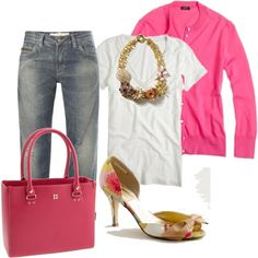 Dżinsy, biała koszulka, różowy sweter,naszyjnik ...... torebka,buty .... Hot różowy sweter i różowa torba.