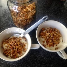 Vanilla Blonde: Nut Granola from The Real Meal Revolution Banting Desserts, Banting Recipes, Nut Recipes, Low Carb Recipes, Cooking Recipes, Healthy Recipes, Healthy Habits, Healthy Food, Food Truck Design