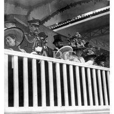 09/1910LA CORTE EN SAN SEBASTIAN. SU MAJESTAD LA REINA DOÑA VICTORIA EUGENIA, ACOMPAÑADA DEL PRÍNCIPE DE ASTURIAS, EN LA TRIBUNA DEL CONCURSO HÍPICO: Descarga y compra fotografías históricas en | abcfoto.abc.es