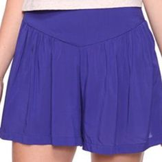 Royal purple flare woven shorts Forever 21. Size small. Worn twice, like new condition! Great and flowy and versatile piece Forever 21 Shorts