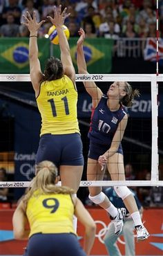 USA's Jordan Larson (10) goes up for a spike in front of Brazil's Tandara Caixeta (11) and Fernanda Ferreira (9)