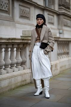 The Street Style Crowd Was All About Tonal-Blocking on Day 5 of London Fashion Week - Fashionista London Fashion Weeks, New York Fashion, Milan Fashion, Best Street Style, Autumn Street Style, Cool Street Fashion, Street Style Looks, Bright Winter Outfits, London Stil