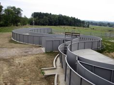 Temple Grandin designed livestock handling facilities with curves and solid sided tubs to keep livestock moving forward without fear. But analysis by Whit Hibbard and Dr. Lynn Locatelli shows . Cattle Barn, Show Cattle, Cattle Ranch, Cattle Farming, Livestock, Cattle Corrals, Pipe Fence, Temple Grandin, Sheep Farm