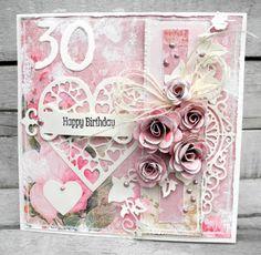 Jeg har lavet et feminint kort til en 30 års fødselsdag. Jeg har brugt det lækre papir Vintage Time herfra og blomsterne  er også lavet ud...