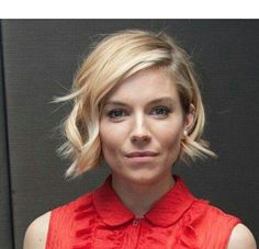 Ideas Hair Wavy Bob Sienna Miller You are in the right place about how to do wavy bob hairstyles Wavy Bob Haircuts, Long Bob Hairstyles, Trendy Hairstyles, Short Hair Styles Easy, Short Hair Cuts, Curly Hair Styles, Short Wavy Bob, Sienna Miller Short Hair, Great Hair