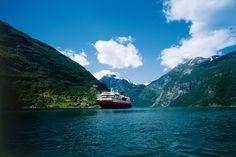 NRK site for viewing the footage filmed on board Hurtigruten ship MS Nordnorge in June, 2011.
