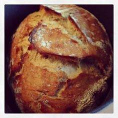recette pain maison cuite dans une cocotte en fonte... facile à faire.