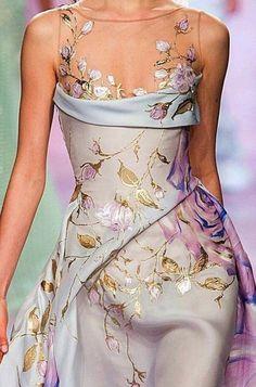Haute Couture Spring 2017 Robe drapée bleu clair et feuilles d'or Georges Chakr. Couture Mode, Style Couture, Couture Fashion, Runway Fashion, Couture Details, Vestidos Fashion, Fashion Dresses, Beautiful Gowns, Beautiful Outfits