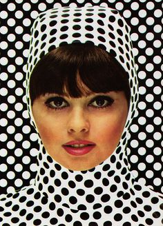 Vintage black and white polka dot Op art fashion ad Mod Fashion, 1960s Fashion, Fashion Art, Vintage Fashion, Street Fashion, Fashion Blogs, Fashion Images, White Fashion, Vintage Beauty