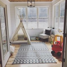 Neutral playroom with lots of light! - Marie Langbein - Neutral playroom with lots of light! Neutral playroom with lots of light! Sunroom Playroom, Small Playroom, Modern Playroom, Playroom Design, Playroom Decor, Conservatory Playroom Ideas, Colorful Playroom, Small Conservatory, Small Sunroom