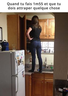Short people in the kitchen - FunSubstance Short Girl Problems, Short People, Image Fun, Lost In Space, Your Smile, Memes, True Stories, Haha, Laugh Out Loud