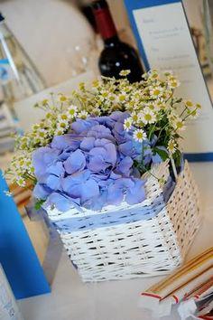 centrotavola originale azzurro con margherite