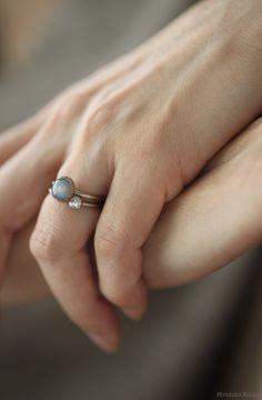 Jewelry Rings, Jewelry Accessories, Jewelry Design, Minimalist Wardrobe, Girl Photography Poses, Costume Jewelry, Jewerly, Gemstone Rings, Silver Rings