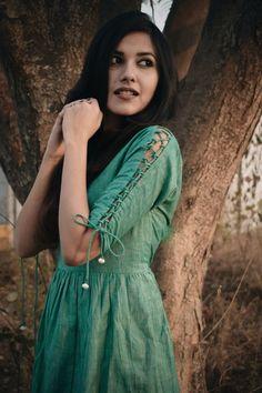 sleeves designs for dresses Salwar Designs, Churidar Neck Designs, New Kurti Designs, Kurta Designs Women, Kurti Designs Party Wear, Kurti Back Neck Designs, Plain Kurti Designs, Kurti Sleeves Design, Kurta Neck Design