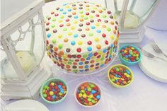 Such a cool and easy cake decorating idea with M&Ms!