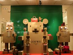 Visual: LOEWE - Vidrieras de Tokyo