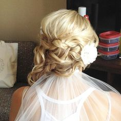 This is one of many ways to make a veil work with a side hairstyle. Hair by Nicole. #simplygorgeousbyerin #ctmakeupartist #cthairstylist #ctbride #bridalhair #bridalmakeup #ctairbrushmakeup
