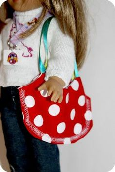 Karatootie: american girl DOLL purse to sew - so easy! Sewing Doll Clothes, Sewing Dolls, Girl Doll Clothes, Girl Dolls, Ag Dolls, Doll Sewing Patterns, Purse Patterns, Doll Clothes Patterns, Clothing Patterns