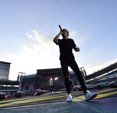 Niall on stage at Gothenburg, Sweden//6-23-15// @rxdicxlteen