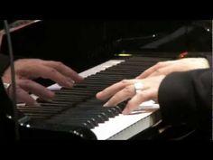 El pianista Ludovico Einaudi lleva tu voz al Ártico - YouTube