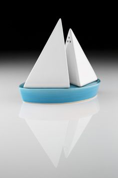 handmade boat-shaped salt and pepper shaker by Takae Mitzutami