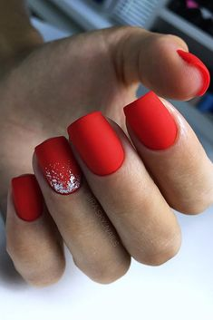 The advantage of the gel is that it allows you to enjoy your French manicure for a long time. There are four different ways to make a French manicure on gel nails. The choice depends on the experience of the nail stylist… Continue Reading → Red Matte Nails, Red Acrylic Nails, Red Nail Art, Burgundy Nails, Matte Black, Matte Pink, Pink Nail, Classy Nail Designs, Red Nail Designs