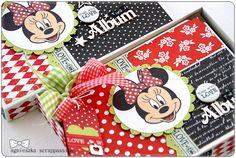 Love this Disney Mini album and the matching box! What a great keepsake! Mini Albums Scrap, Mini Scrapbook Albums, Scrapbook Layouts, Mickey Y Minnie, Mickey Mouse And Friends, Disney Scrapbook Pages, Scrapbooking, Autograph Book Disney, Baby Boy Scrapbook