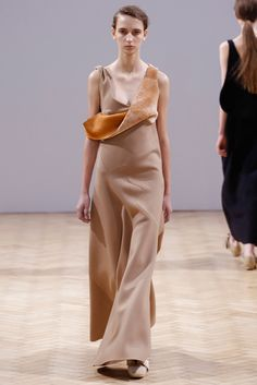 J.W.Anderson Fall 2014 Ready-to-Wear Fashion Show - Waleska Gorczevski